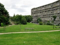 robin-hood-gardens-Alison-Peter-SMITHSON-1